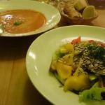 Salat Vedura und Tomatensuppe