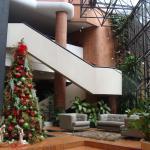 Decoración navideña en hall de entrada