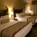 2 queen beds in room