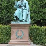 Monumento a Andersen en el parque vecino