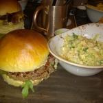 Paris Love Burger mit Coleslaw
