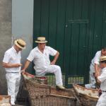 Preparando las cestas de mimbre para el desced