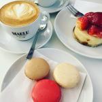 Cappuccino & Macarons