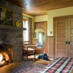 Wheeler: A large stone fireplace pairs beautifully with a Queen sized bed and additional alcove.