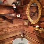 Salle de bains dans la chambre