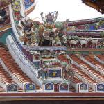 Particolare delle sculture sul tetto
