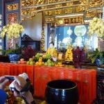 L'altare principale con la dea Kuan Yin