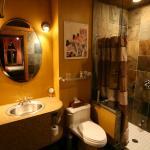 Juillard Suite private en-suite bathroom