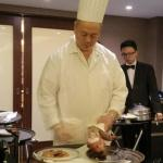 chef slicing the Peking duck