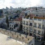 Вид на отель из цитадели