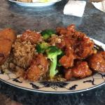 General Tso's lunch combo