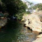 Rivière pas loin dans laquelle vous pouvez vous baigner