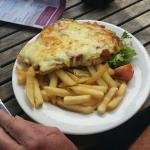 Great meals, very friendly staff,  lovely atmosphere,  will definitely be back,  beautiful Parmi