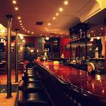 Το μεγαλύτερο ξύλινο bar της πόλης!