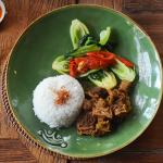 nasi putih anget with beef rendang