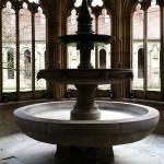 Klosterhof, Kirche und Brunnen