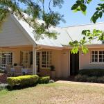 Seperate house with the Phondo and Ntondozi suites.