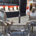 Statue of Oscar Wilde and Eduard Vilde
