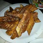 las mejores batatas fritas que he comido, crocantes por fuera, sin rastro de aceite, y abundante