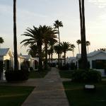 Ingresso, piscina e viali interni del Resort