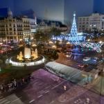 Vistas de la plaza del Ayuntamiento en Navidad