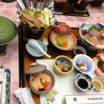 夕食、この写真に加えて天ぷら、味噌汁、デザートあり