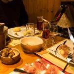La raclette de fromage de brebis local (pour 2 personnes minimum)