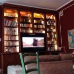 Living room e sua biblioteca
