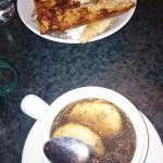 Луковый суп и блюдо из баранины