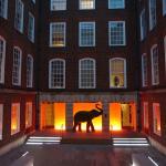 Lovely courtyard, both elegant and stylish!