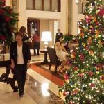 en el lobby del Hotel adornado para Navidad!!