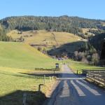 Weg hinauf zum Roosmoos Gasthof