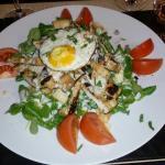Tartare salade cesar œufs cocotte foie gras et saumon