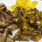 Seitan grigliato con zucchine, radicchio di Treviso e crema di zucca.