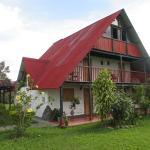 La cabaña de techo rojo