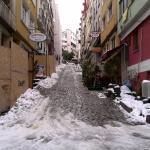 ホテル前の坂道