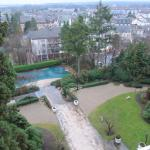 vue de la piscine depuis le balcon ch. 407
