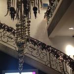 La déco de Noël dans l'escalier principal