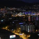 Vista nocturna desde la terraza del hotel