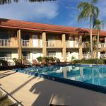 piscina y habitaciones