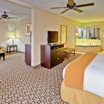 Photo de Holiday Inn Express & Suites Clinton
