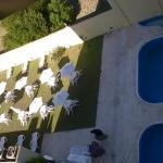 vista jardin y piscina