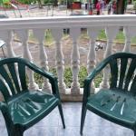 Кресла на нашем балконе.