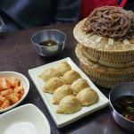 추천메뉴인 발국수와 유부초밥