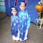 Enfants vietnamiens en habits de fête