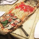pizza al metro (sud,margherita,crudo pomodorini e tartufo)