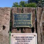 En el Magrullo se leen estas plaquetas en recordatorio al enfrentamiento entre indígenas y españ