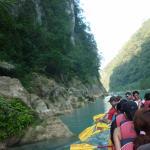 Actividad de remo rumbo a la cascada de Tamul