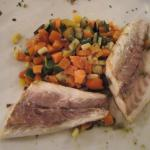 - Filetto di branzino con verdure marinate.