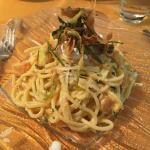Bigoli con carbonara di zucca, burrata, provolone e zucchine croccanti